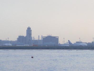対岸の羽田空港