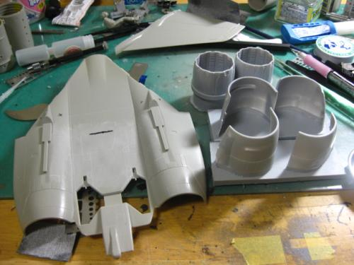 背面後部・エンジンユニット