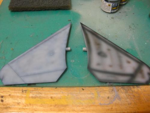 8水平尾翼塗装