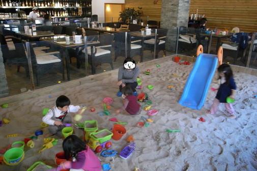 砂場付きレストラン