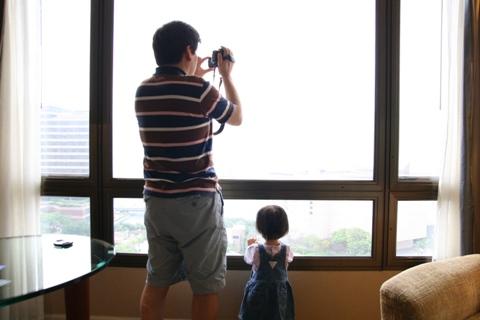 ホテルの窓からビデオ撮影