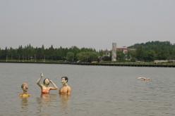 泳ぐマネキン・・・