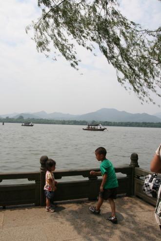 西湖とモゾコとお兄ちゃん