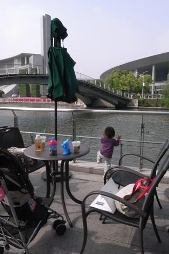 川沿いスタバ