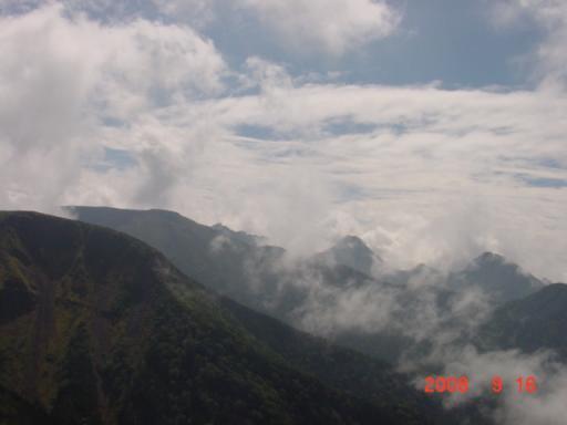赤岳 中岳 を望む
