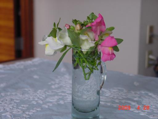 食卓に花を2