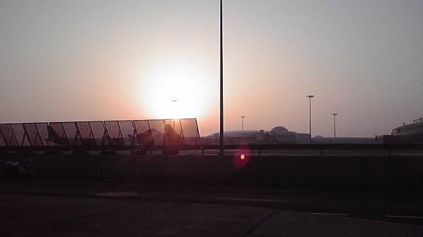 アブダビ空港の夜明け
