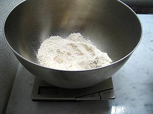 レーズンの天然酵母づくり