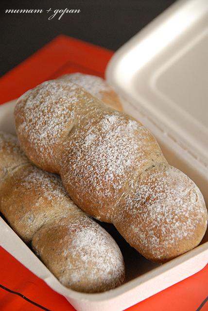 黒ゴマきな粉パン