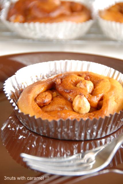 キャラメルベースのアーモンドと胡桃とカシューナッツのパン