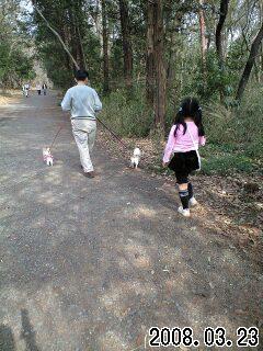 080323智光山公園でお散歩家族
