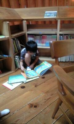 080614本を読む子2