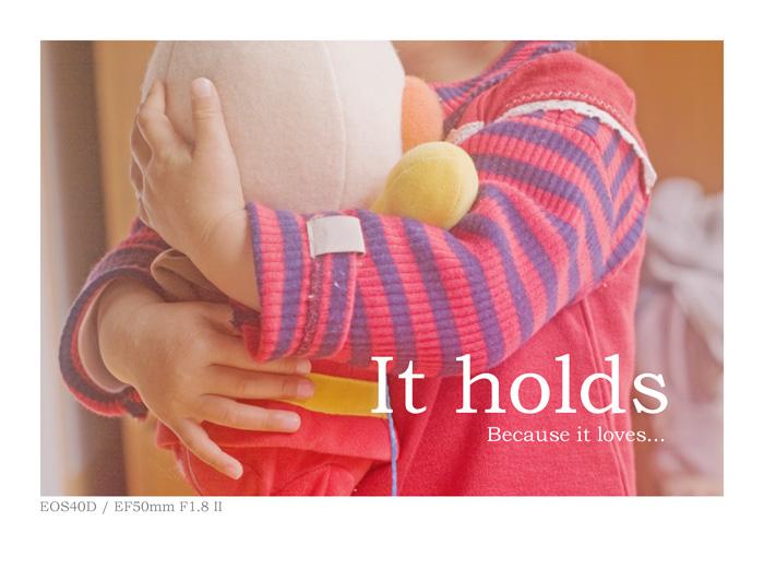 EOS40Dで撮影した、ぬいぐるみを抱きしめる子供の写真