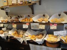 隣駅のパン屋さん1