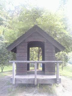 琵琶湖そばの小屋