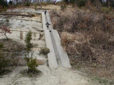 裏山の滑り台