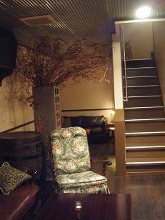 階段のうえをよく見てください