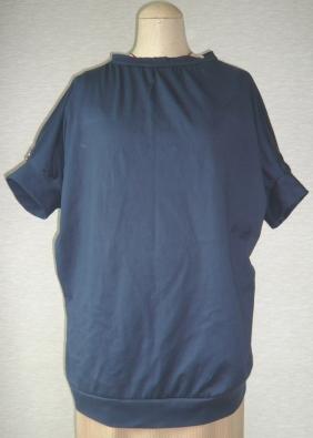 紺Tシャツ
