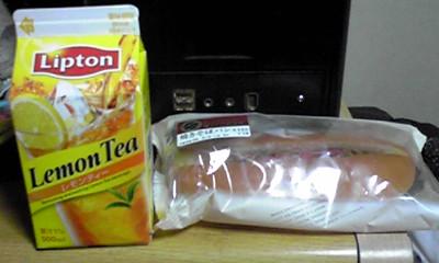 やきそばパン&レモンティー