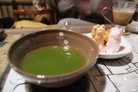 谷中 ねんねこや抹茶玄米茶