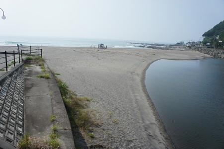 夏 朝の海