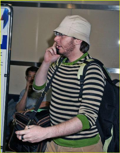 clay-aiken-bucket-hat-airport-01.jpg