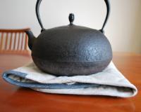 岩手の釜定の鉄瓶です。