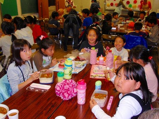 20100313西自治会子ども会6年生を送る会0021
