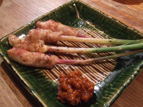 地魚炙り焼と和酒 おけやの鈴太郎 谷中生姜の豚バラ巻金山寺みそにつけて