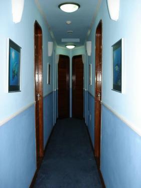 部屋に続く廊下