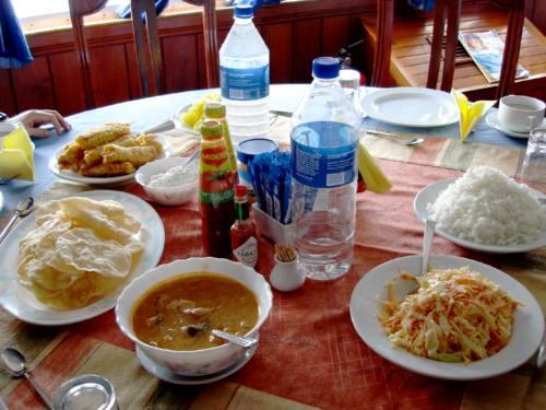 お昼ごはんはモルディビアンカレー