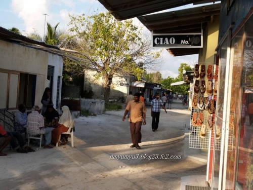 カンドゥーマ島のメイン通り
