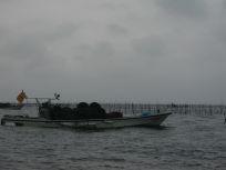 05101537船に乗ってるのは全部海苔網