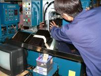 P1050834海苔を加工する機械もメンテナンスが大変だそうです。機械だから簡単に出来るのではなく、美味しい海苔を作るためのノウハウがぎっしり詰まっているんですね。