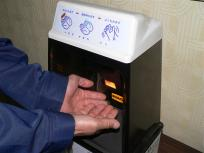 P1090010入札会場は目前です。ここで手を洗浄して入場します