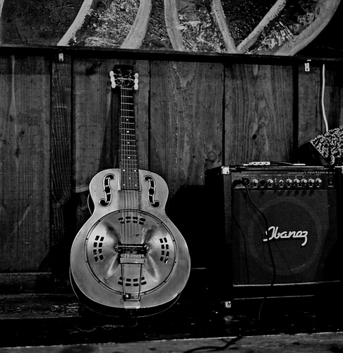 3452227708-resonator-guitar.jpg