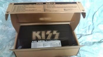 kissbox-1.jpg