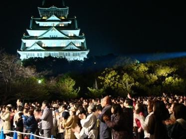 ライトアップされた大坂城