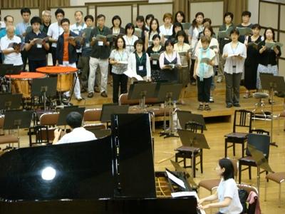 大阪フィル合唱団を指揮するマエストロ