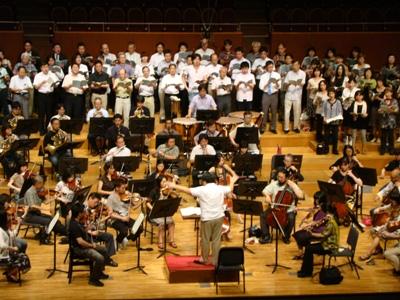 大フィル合唱団を指揮するマエストロ