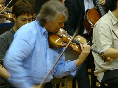 ヴァイオリン独奏はMrベルキン