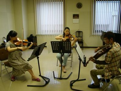 弦楽トリオ演奏中