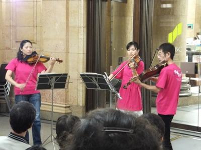 ホフマンとベートーヴェンの三重奏曲を演奏