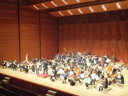 客席からみたオーケストラ演奏風景
