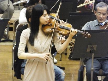 ヴァイオリンは寺下真理子さん