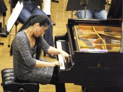 菊池洋子さんの力強いピアノ