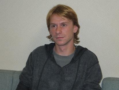 インタビューに応えるセルゲイ・アントノフ