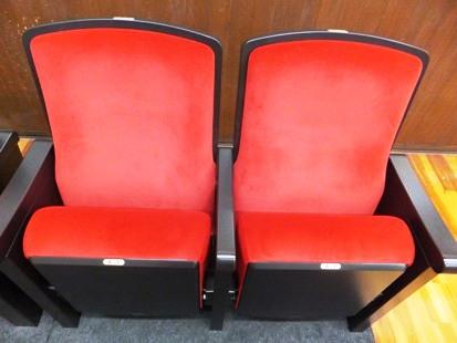 ホールに並ぶ実際の椅子