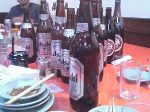 ビール瓶の山