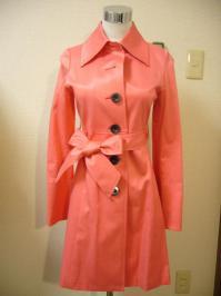 コーラルピンクのスプリングコート